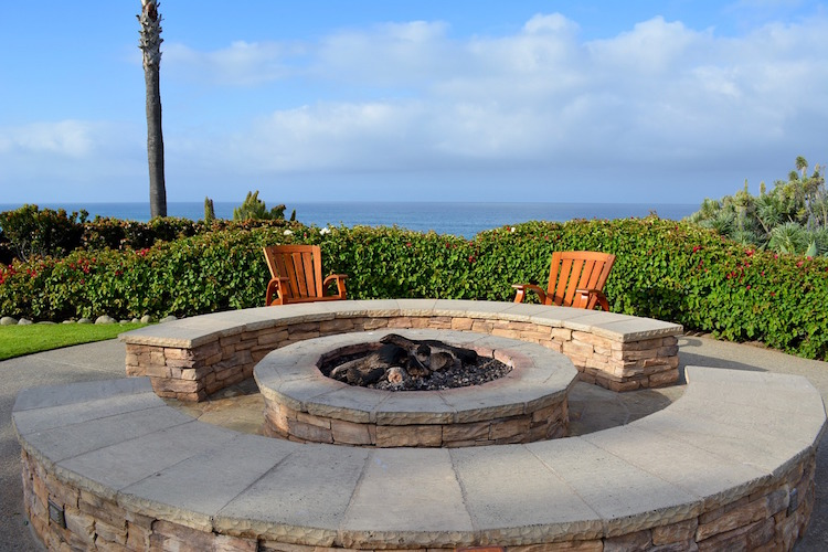 Diy fire pit ideas 23 brillant projects you can do yourself comforting fire isnt something that you can only enjoy in the immediate vicinity of a indoor fireplace with a little know how you can easily build an solutioingenieria Image collections