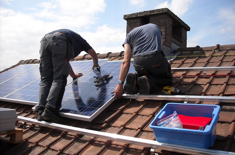 <thrive_headline click tho-post-2706 tho-test-175>10 Reasons Why You Should Install Solar Panels For Your Home</thrive_headline>