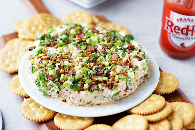 The perfect Super Bowl appetizer that will leave your guests begging for more! Ideahacks.com