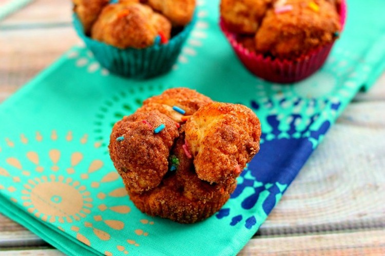 Warm, sweet, and oozing with cake batter flavor, these Funfetti Monkey Bread Muffins are the perfect pick-me-up for when you need a little indulgence! Ideahacks.com