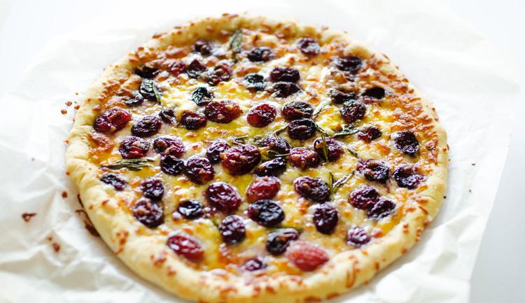 Cheesy Roasted Grape Pizza