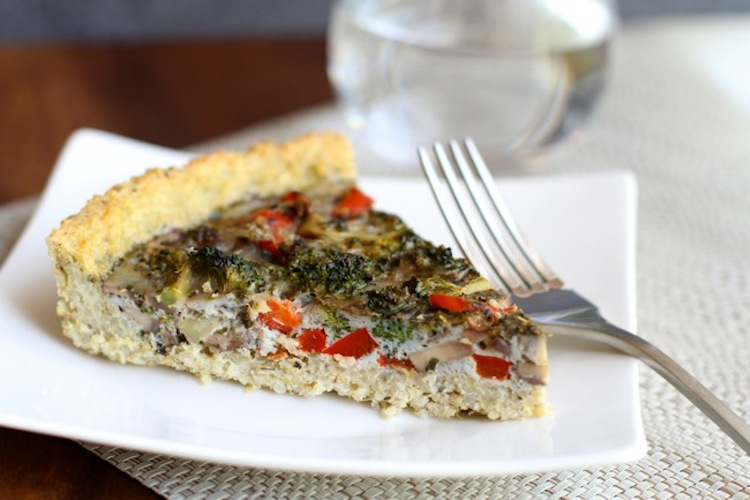 Egg and Veggie Quinoa Pie - This is a protein packed meal that you can serve with a simple side salad to complete the dish. | Ideahacks.com