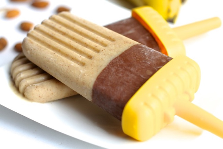 Chocolate Banana Nut Pops - cold and creamy pops! They make a perfect healthy snack for these hot summer days | Ideahacks.com