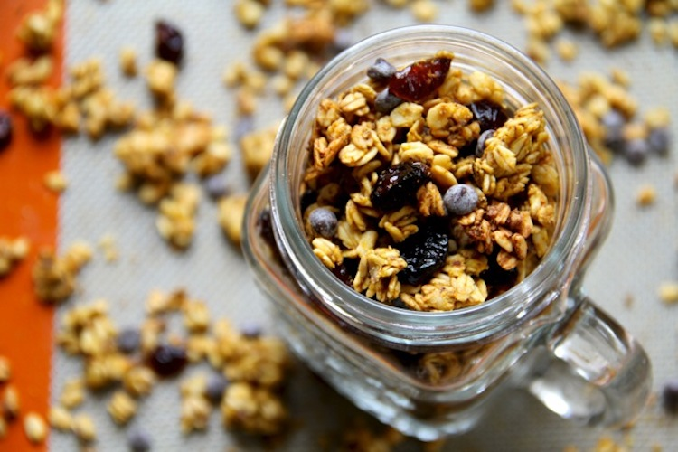 Chocolate Chip Pumpkin Spice Granola - crunchy, spicy, sweet, and perfect for fall! | Ideahacks.com