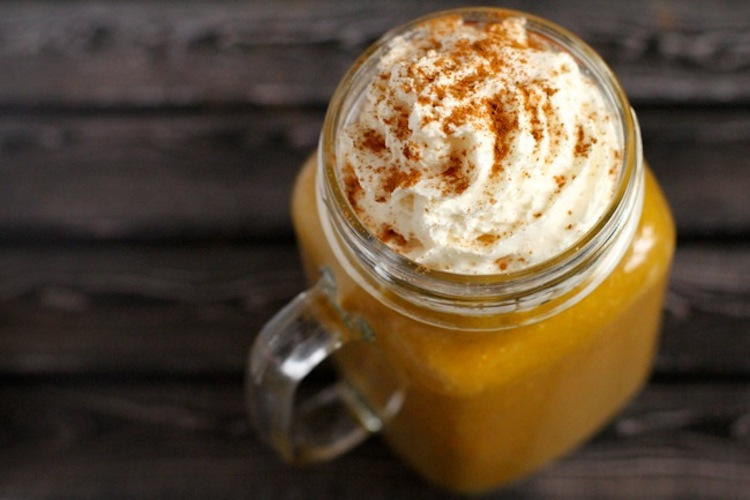Pumpkin Spice Latte Smoothie - It only takes 5 minutes to make this delicious power packed smoothie recipe. | Ideahacks.com