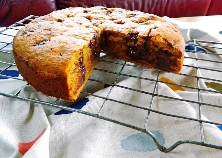 Rich and dense orange cake packed with melty chocolate for the ultimate easy and delicious cake.   Ideahacks.com