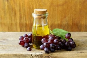 12 Ways You Can Use Grapeseed Oil On Your Face, Skin, & Hair