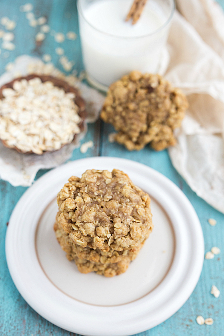 This recipe is both delicious and healthy peanut butter oatmeal cookies. Ideahacks.com