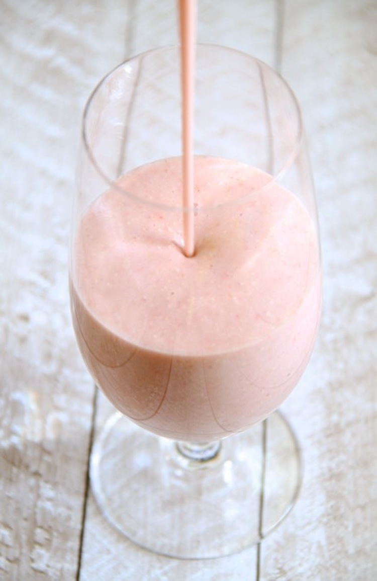 Thick and creamy smoothie recipe packed with strawberries, bananas, and oats. | Ideahacks.com