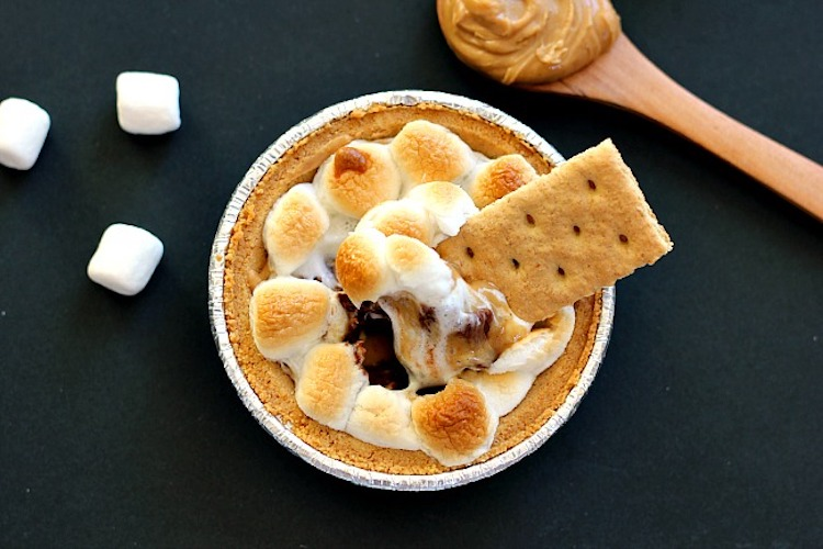Loaded with creamy peanut butter, chocolate, and marshmallows, this Peanut Butter S'mores Dip combines the classic flavors of your favorite childhood treat. | Ideahacks.com