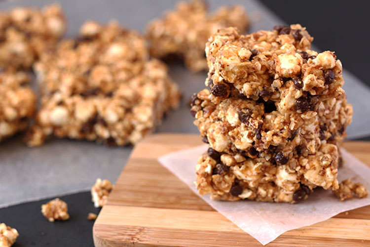 These Sweet and Salty Popcorn Bars chewy, flavorful and full of fibre- exactly what you've been waiting on to spice up your popcorn on movie nights. | Ideahacks.com