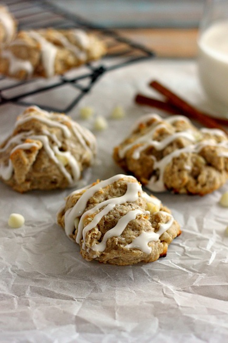 These White Chocolate Cinnamon Biscuits bake up soft, fluffy and full of cozy winter flavors. | Ideahacks.com