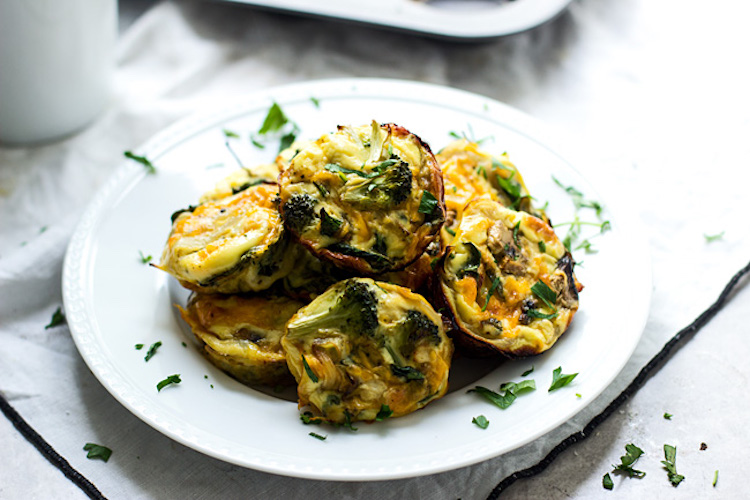 Indulgent spinach, mushroom, and broccoli frittatas breakfast recipe that is packed with protein. | Ideahacks.com