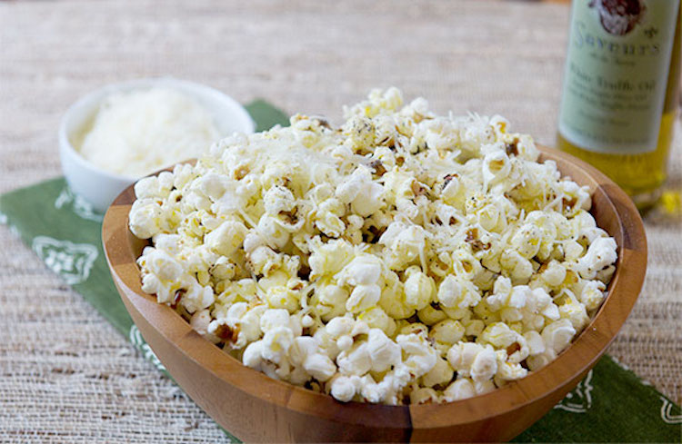 Truffle Oil Popcorn - Here is a great way to bring a unique flavor to popcorn. | Ideahacks.com