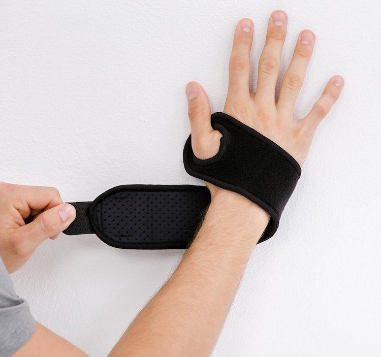 Bracoo Breathable Neoprene Wrist Wrap