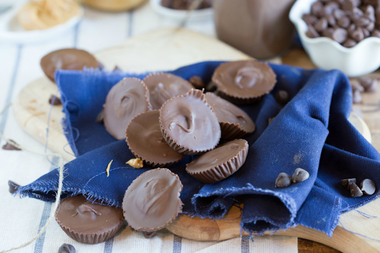 Homemade Peanut Butter Cup Candies - Make your own peanut butter cups with this homemade candy recipe. | Ideahacks.com