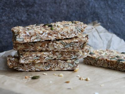 No Bake Granola Bars - Healthy, gluten-free and vegan no bake granola bars that are easy and quick to make and taste utterly delicious. | Ideahacks.com