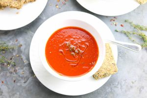 Chilled Roast Pepper Soup with Seed Crackers - A chilled roasted pepper & tomato soup with homemade seed & quinoa crackers. | Ideahacks.com