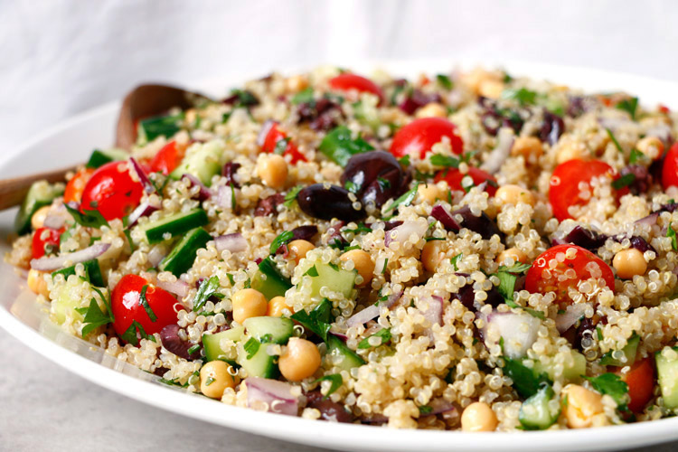 Mediterranean Quinoa Salad - Healthy, fresh and incredibly delicious Mediterranean style quinoa salad that's perfect for summer. | Ideahacks.com