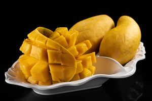 mango in the plate