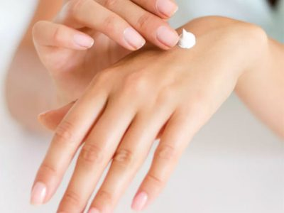 Woman use lotion for her skin