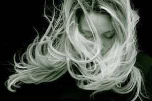 woman looking for the best shampoo for damaged hair