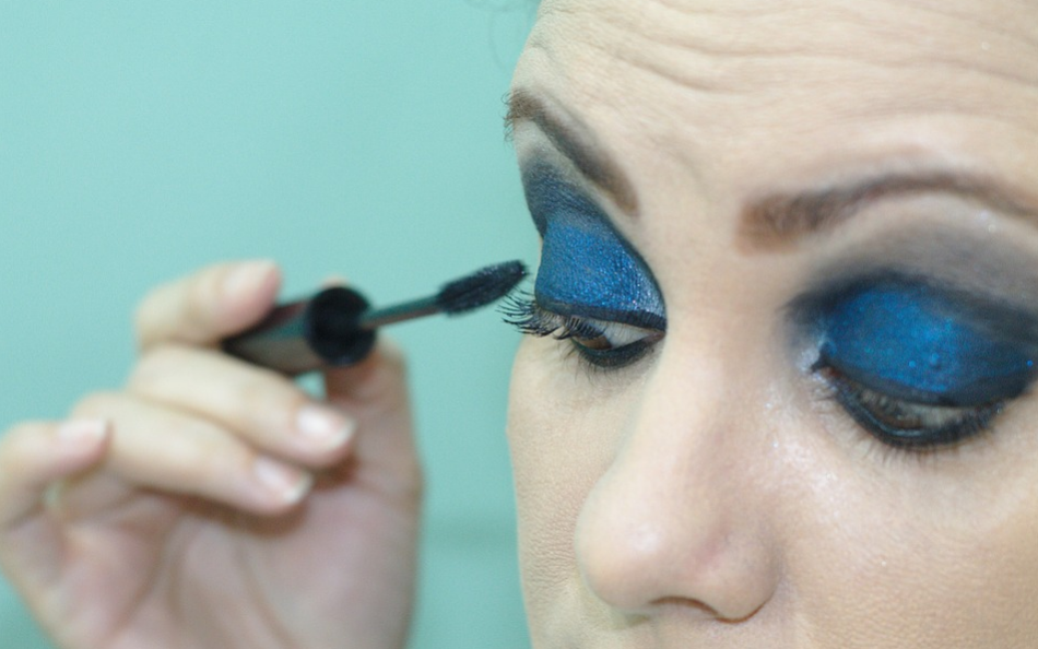 woman applying eye make up