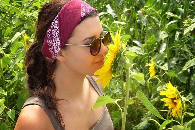 girl-sunflower-field-summer-heat